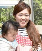 0歳児のひよこ組を担当する山口栞奈さん