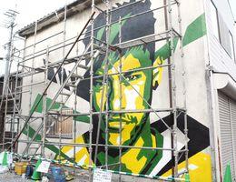 完成した作品。モデルはサッカー・ブラジル代表のネイマール=多久市の京町商店街