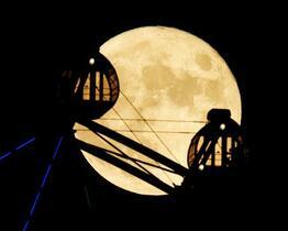 中秋の名月、「幻想的」と歓声