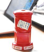 芳賀さんの机に匿名で置かれていた貯金箱。約4万円が入っていた=佐賀市のシアターシエマ