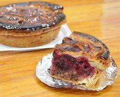 「森のパン屋せふりの」のブルーベリーパイ(1800円、4分の1カット450円)