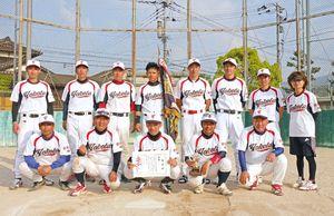 第60回浜玉町内ソフトボール大会で優勝した横田上チーム