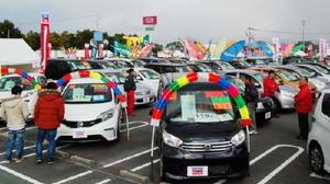 会場では特選中古車320台を展示・販売する(昨年のフェアから)