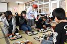有田焼で給食、文化学ぶ 器の文様も味わう北川副小