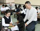 囲碁を楽しく真剣勝負 プロが南川副小児童を指導
