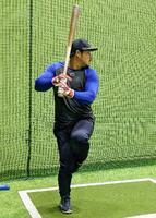 打撃練習するDeNAの宮崎=横浜スタジアム(同球団提供)