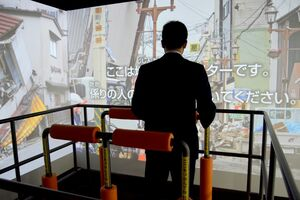 臨場感のある映像と揺れで地震が疑似体験できるシミュレーター=佐賀市兵庫北の防災学習広場