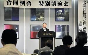 「北朝鮮情勢と周辺国の思惑」をテーマに講演した礒﨑敦仁氏=佐賀市のホテルニューオータニ佐賀