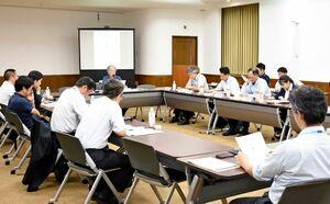 市村記念体育館の利活用の基本方針を話し合った委員会=佐賀県庁