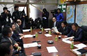 国が提案した基金案の今後の対応を協議する3県漁協・漁連のトップたち=熊本市の熊本県漁連