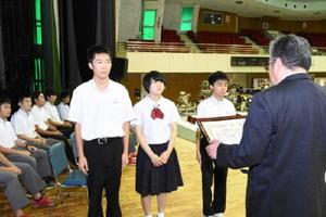 団体で県知事賞に輝いた鳥栖工のメンバー=佐賀市の市村記念体育館
