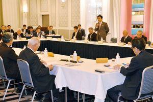教育やスポーツ、観光などの分野の代表が集まり、佐賀県の次期総合計画について意見を述べた「さがの未来を語ろう2018」=佐賀市のホテルニューオータニ佐賀