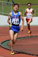 男子800㍍決勝 1分53秒65の大会新で優勝した古川凌雅(伊万里高)=佐賀市の県総合運動場