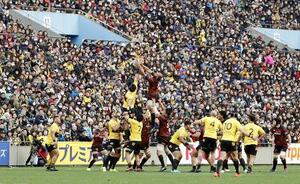 大勢の観客が詰め掛けた2020年1月のトップリーグ開幕戦、東芝―サントリー=東京・秩父宮ラグビー場