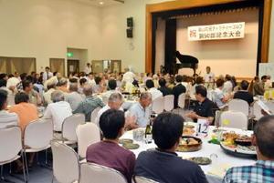 基山町ゴルフ協会とチャリティーゴルフ大会の50回目を祝った式典=基山町民会館