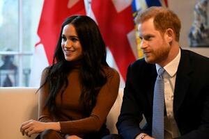ヘンリー英王子(右)とメーガン妃=1月、ロンドン(ロイター=共同)