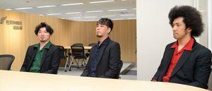 佐賀新聞社を訪れたロックバンド「BRADIO」のメンバー