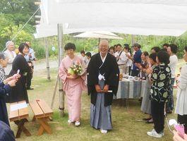 カフェで挙げた結婚式