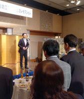 県経営者協会の創立70周年記念レセプションであいさつする山口祥義知事=佐賀市のホテルニューオータニ佐賀