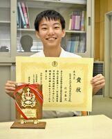全国高校情報処理競技大会で入賞した伊万里商高の前田蒼空さん=伊万里市の同校
