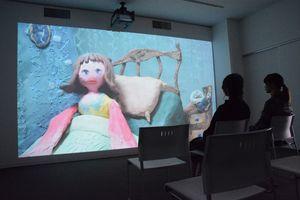 学生が制作したアニメ。CG、クレイ、セルなど幅広い表現に挑戦している=佐賀市の佐賀大学美術館