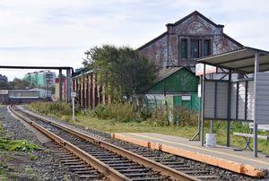 大正時代、宮沢賢治がサハリン(樺太)を訪れている。稚内から船で上陸し、鉄道に乗り換えて北へと向かった。この旅が『銀河鉄道の夜』のモチーフになったと考えられている=ユジノサハリンスクからバスで1時間の町「コルサコフ」