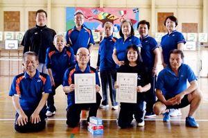 みんスポ 佐賀市北川副校区ミニテニス大会の上位入賞チームと参加者