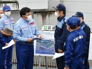 <佐賀2021大雨>国交相「根本、緊急の対策を」 六角川流域を視察