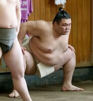 稽古を再開した新大関朝乃山=30日、東京都墨田区の高砂部屋(代表撮影)