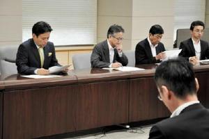 TPPに関する動きなどが報告された佐賀県の対策本部会議=県庁