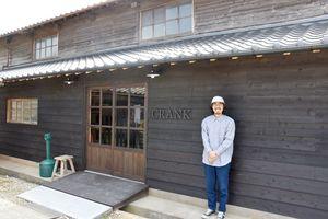 オープンしたセレクトショップ「CRANK」と納富代表=嬉野市塩田町