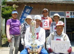 岩﨑新聞店宮野GB大会で優勝した宮野西チーム