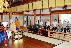五穀豊穣を願った十八夜の雨乞い祈とう法要=有田町大木宿の龍泉寺