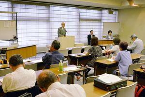 本年度の事業計画を決めた総会=佐賀市文化会館