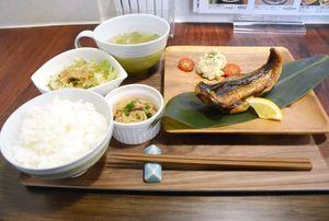 裏メニュー「塩サバの薫製定食」=佐賀市本庄町のTOSHIYAnoGOHAN