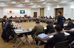「第7期さがゴールドプラン21」の全体案が示された県高齢者保健福祉推進委員会=佐賀県庁