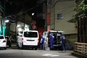 銃撃事件があった神戸市中央区の現場付近=21日午後7時52分