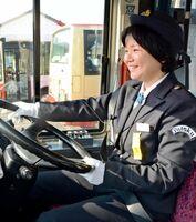 祐徳バスで初の女性運転士となった大石智子さん=鹿島市高津原の営業所