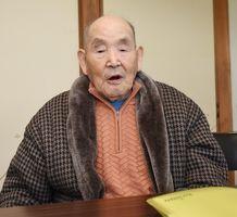総伝を取得した谷口さん。今も週1回の練習に励んでいる=大町町老人福祉センターひじり