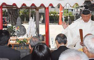 子育て恵比須像鎮座10年で開かれた式年祭=佐賀市白山の龍造寺八幡宮