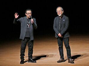 それぞれの活動や体験を通して、健康や長寿について語る鎌田實さん(右)とさだまさしさん=佐賀市文化会館