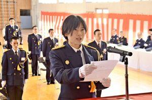 入校生を代表し、決意を述べた松本渚さん=佐賀市兵庫町の県消防学校