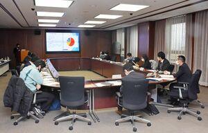 外国人の日本語教育の推進に向け意見交換する県内の市町担当者=佐賀県庁