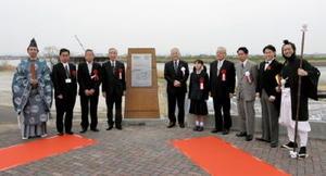 三重津海軍所跡に設置された世界遺産登録記念銘=佐賀市