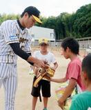 阪神2軍選手が避難所訪問