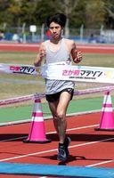 フルマラソン男子で2位に入ったの北村宙夢(日本文理大)=県総合運動場補助競技場