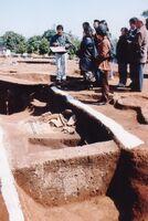 周壕の中の甕棺墓