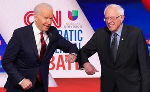 バイデン前米副大統領(左)とサンダース上院議員=3月15日(ロイター=共同)