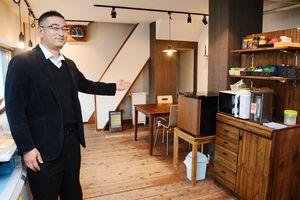 カフェのような内装の「唐津Switch」。利用者であれば、冷蔵庫やポット、コピー機は自由に使える=唐津市南城内