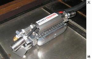 東京電力が堆積物除去の調査に使う自走式ロボット(国際廃炉研究開発機構、東芝提供)